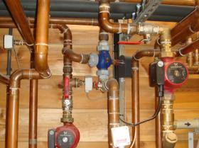 Motáž strojovny tepelného čerpadla, plynového kotle na tuhá paliva 010