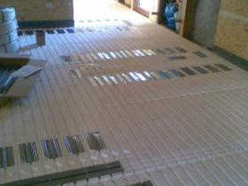 Podlahové topení suchý systém - Rodinný dům Vesec-2010 004